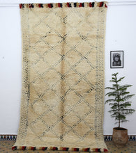 Load image into Gallery viewer, Beni Ouarain berber rug - BW 603 - 360x185 CM