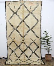 Load image into Gallery viewer, Beni Ouarain berber rug - BW 632 - 375x190 CM