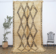 Load image into Gallery viewer, Beni Ouarain berber rug N° BWA 1 385*200 cm
