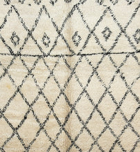 Load image into Gallery viewer, Beni Ouarain berber rug - BWA 5 - 395x205 CM