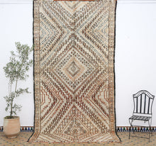 Load image into Gallery viewer, Beni Ouarain berber rug -BW 602- 380x195 CM