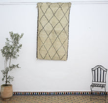 Load image into Gallery viewer, Beni Ouarain berber rug - BW 458 - 190x105 CM