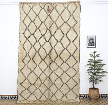 Load image into Gallery viewer, Beni Ouarain berber rug - BW 608 -  340x200 CM