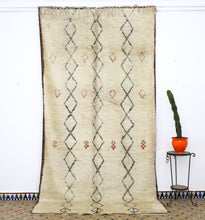 Load image into Gallery viewer, Beni Ouarain berber rug - BW 613 - 370x190 CM