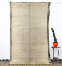 Load image into Gallery viewer, Beni Ouarain berber rug - BW 609 - 345x205 CM