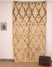 Load image into Gallery viewer, Premium Beni Ouarain rug - BW 127 - 315x175 CM