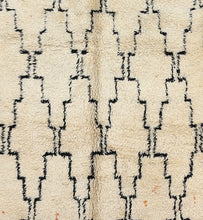 Load image into Gallery viewer, Beni Ouarain berber rug - BW 256 - 460x200 CM