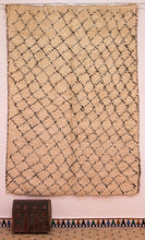 Load image into Gallery viewer, Beni Ouarain berber rug - BW 388 - 260x185 CM