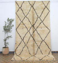 Load image into Gallery viewer, Beni Ouarain berber rug - BW 403 - 385x200 CM