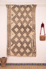 Load image into Gallery viewer, Beni Ouarain berber rug - BW 440 - 260x145 CM