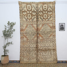 Load image into Gallery viewer, Beni Ouarain berber rug - BW 443 - 310x190 CM