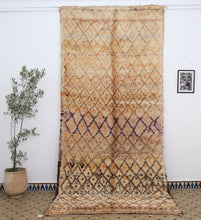 Load image into Gallery viewer, Beni Ouarain berber rug - BW 472 - 400x180 CM