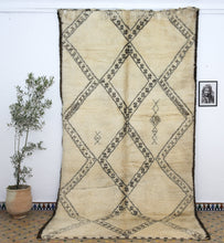 Load image into Gallery viewer, Beni Ouarain berber rug - BW 53 - 390x210 CM