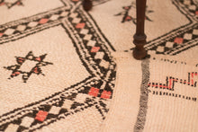Load image into Gallery viewer, Beni Ouarain berber rug - BW 620 - 260x180 CM