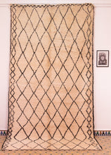 Load image into Gallery viewer, Beni Ouarain berber rug - BW 642 - 390 x 195 CM