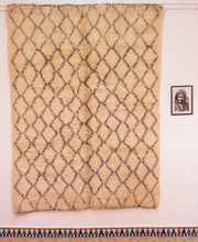Load image into Gallery viewer, Beni Ouarain berber rug - BW 647 - 265x195 CM