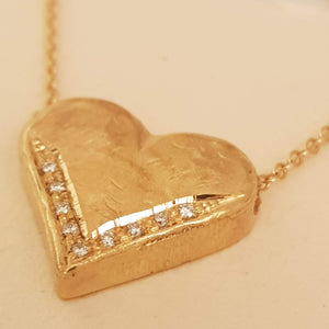 18K Gold Heart Pendant Set with Diamonds
