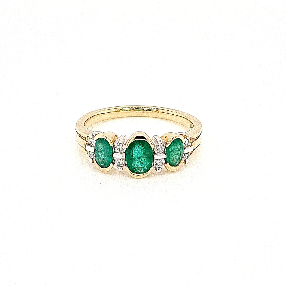 9ct Gold Emerald 3 Stone Vintage Style Diamond Ring