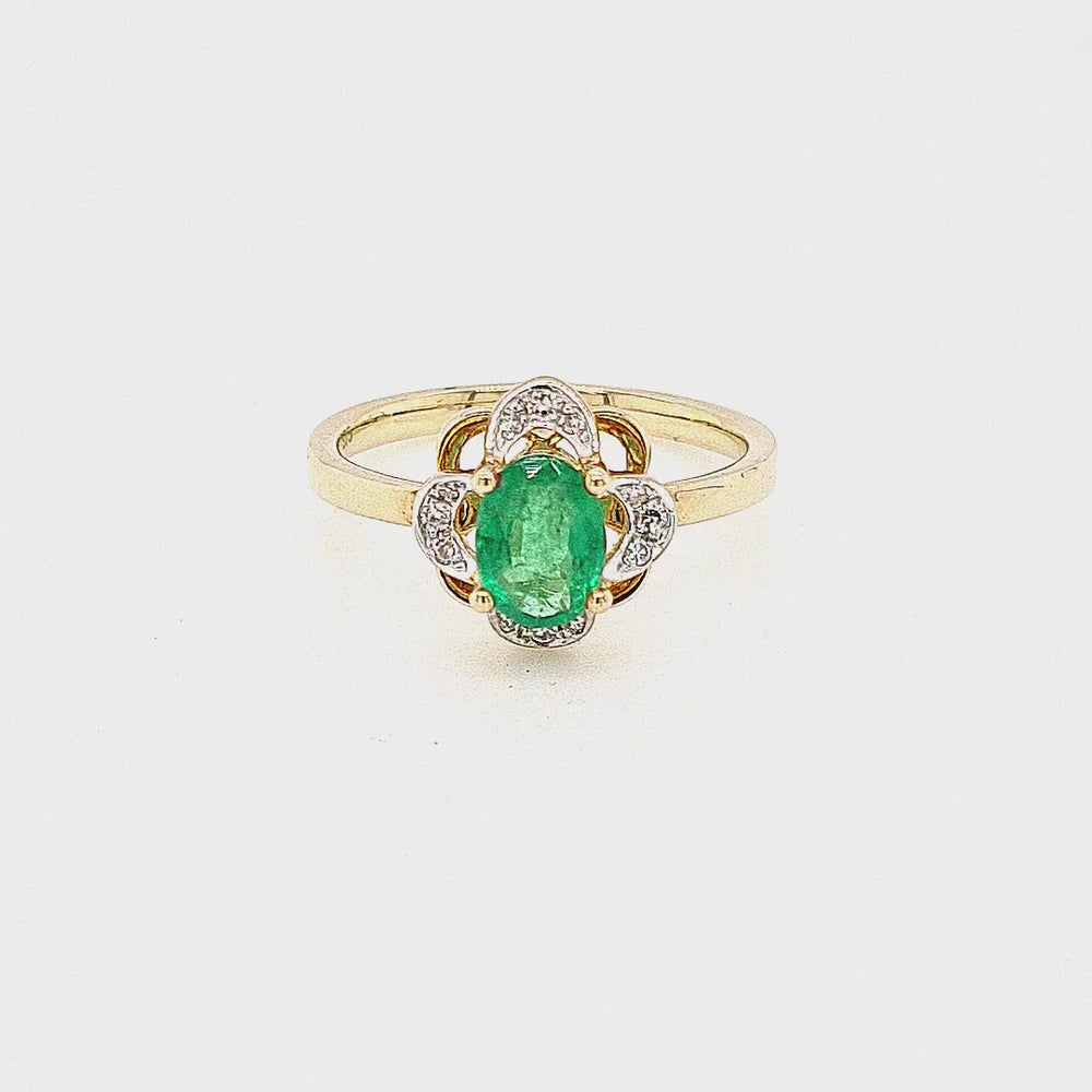 Load and play video in Gallery viewer, 9ct Gold Oval Emerald Cluster Vintage Style Diamond Ring