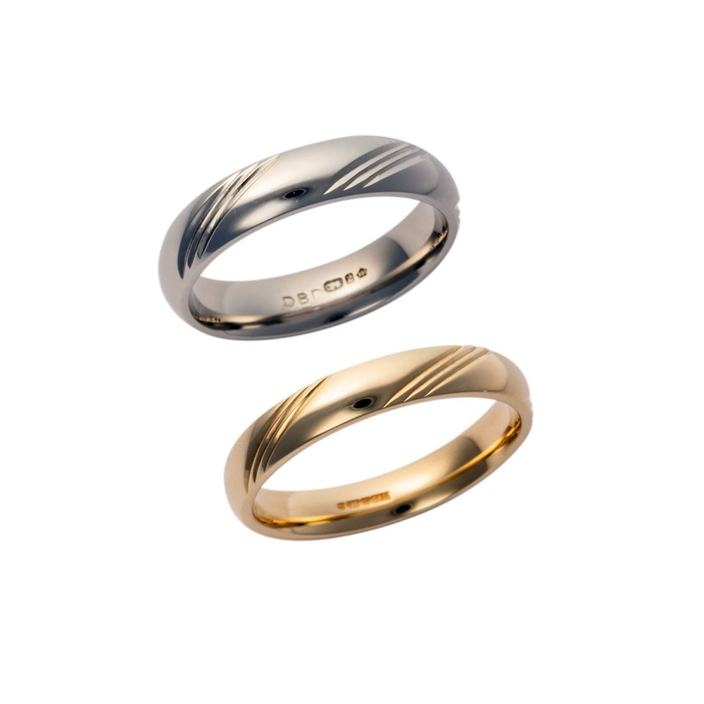 Gents 9ct Gold Court Shaped Wedding Band with Lined Design