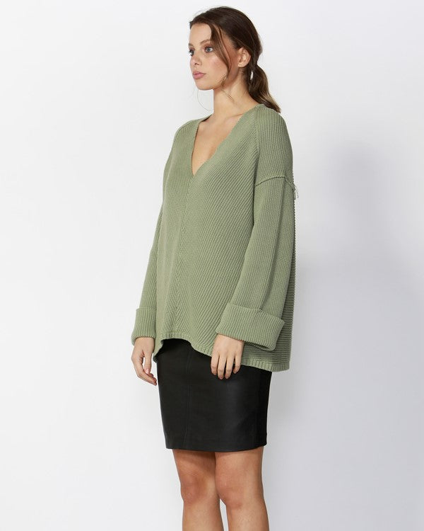 FATE & BECKER - Khala V-neck Jumper