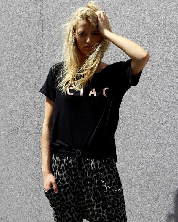 BETTY BASICS - Black Los Angeles Tee