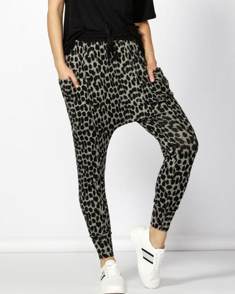 BETTY BASICS - Leopard Barcelona Lounge Pant