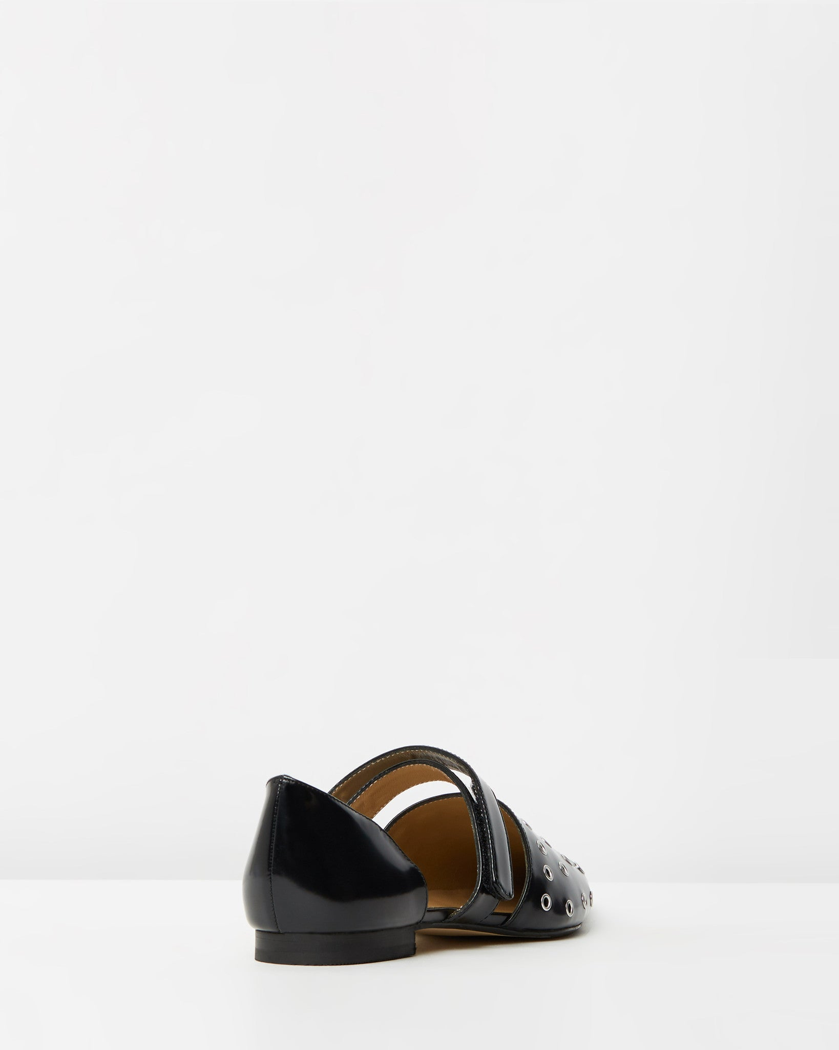 THE MODE COLLECTIVE Eyelet point Flat