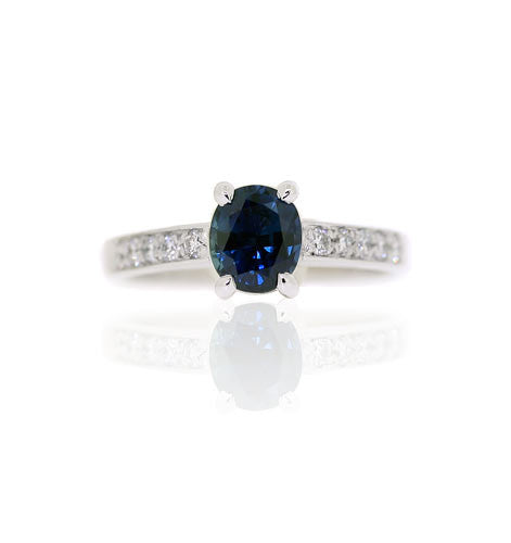 18ct Gold Oval Sapphire & Diamond Ring