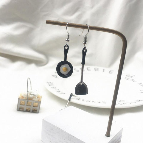 EGGS ASYMMETRICAL EARRINGS
