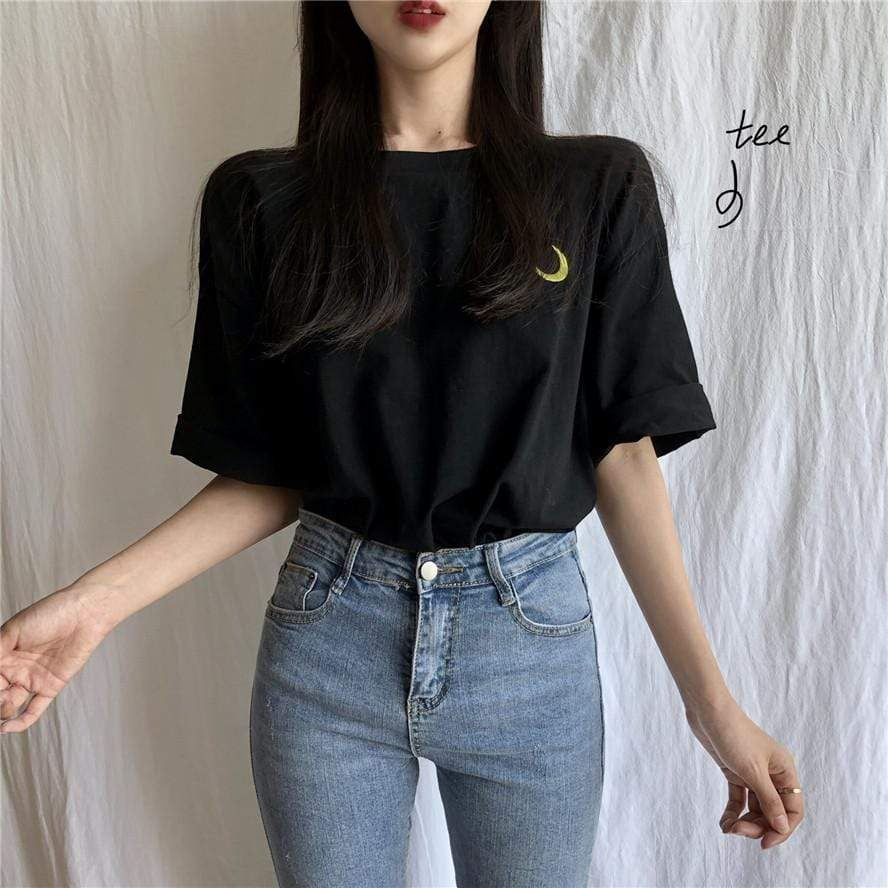 MOON EMBROIDERY TOP