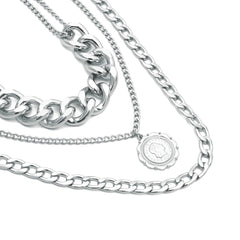 QUEEN EMBOSSED PENDANT LAYER NECKLACE