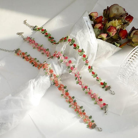ROMANTIC FLOWER CHOKER