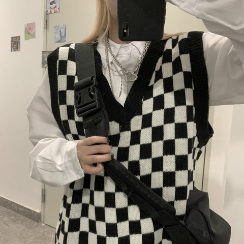 CHECKERBOARD V NECK KNIT VEST