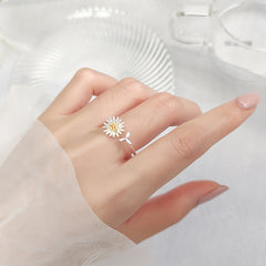 GOLDEN DAISY SMALL LEAF OPEN RING