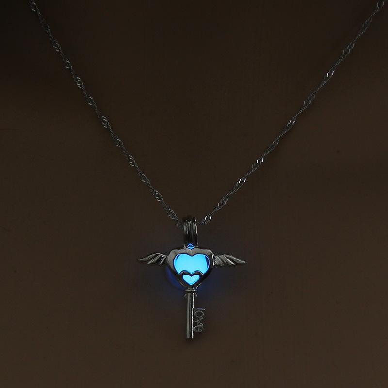 HOLLOW ANGEL KEY LUMINOUS NECKLACE