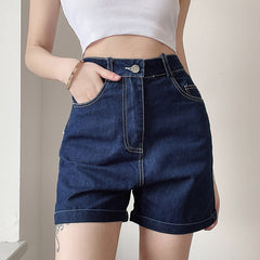 BURRS HEART PATCH DENIM SHORTS
