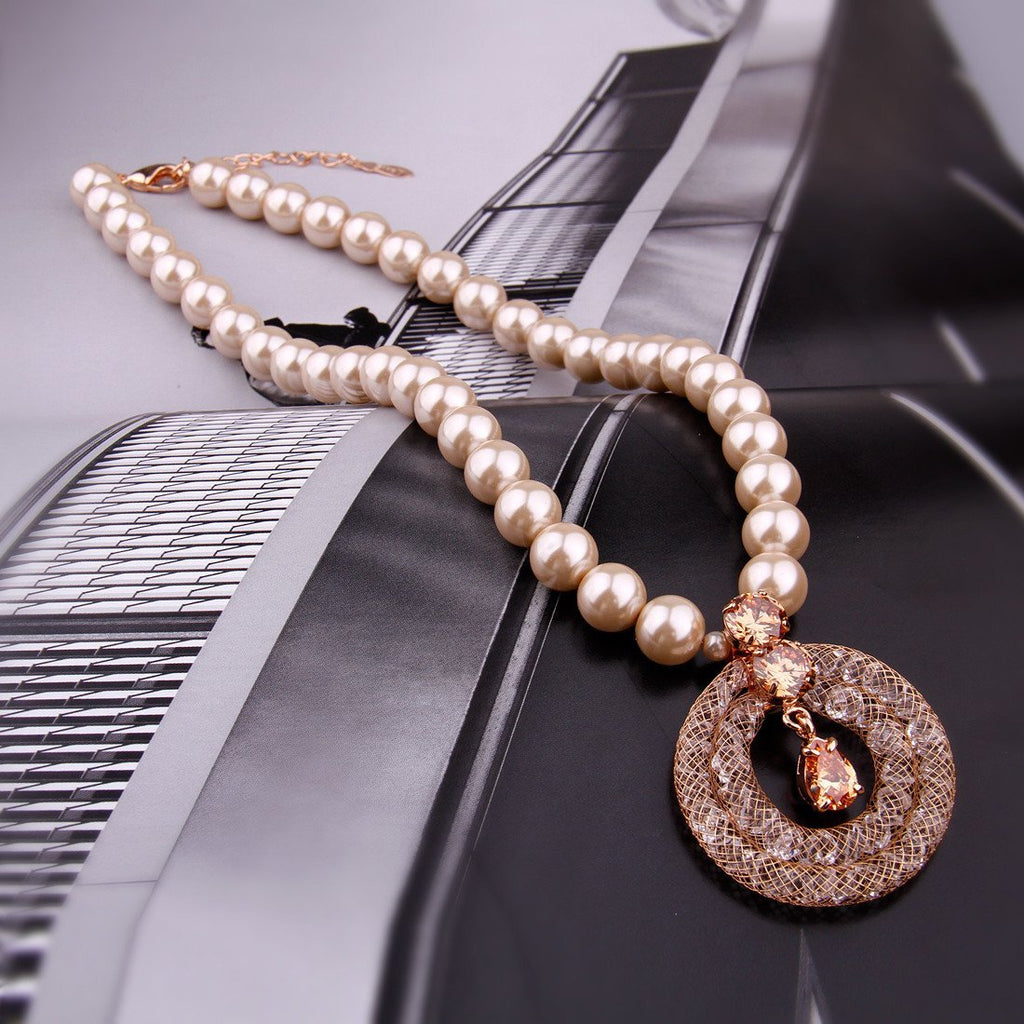 Pearl Necklace Chain with Round Gold Plated Net and Zircon Pendant for Women in the  Party JSN067