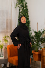 Load image into Gallery viewer, Black Twist Front Abaya