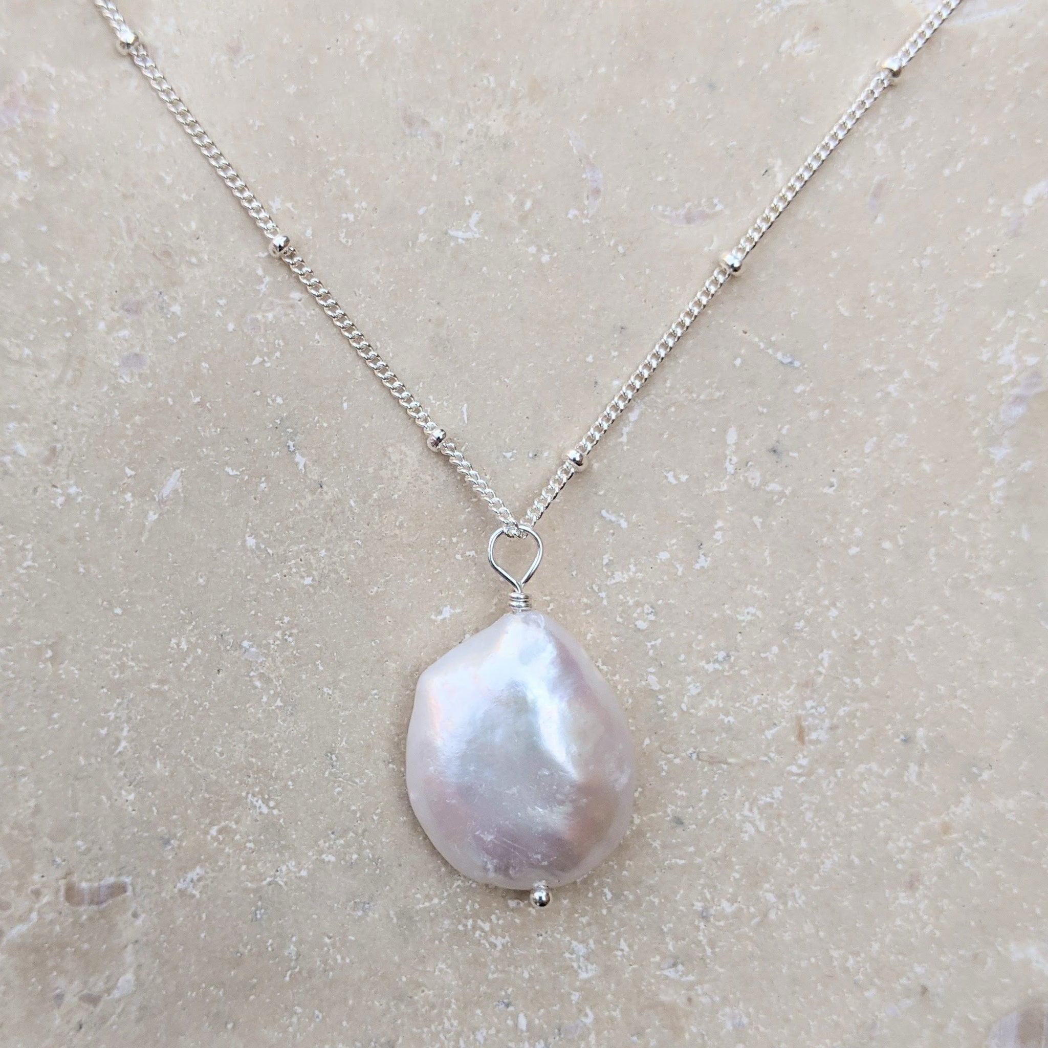 Large petal pearl silver necklace