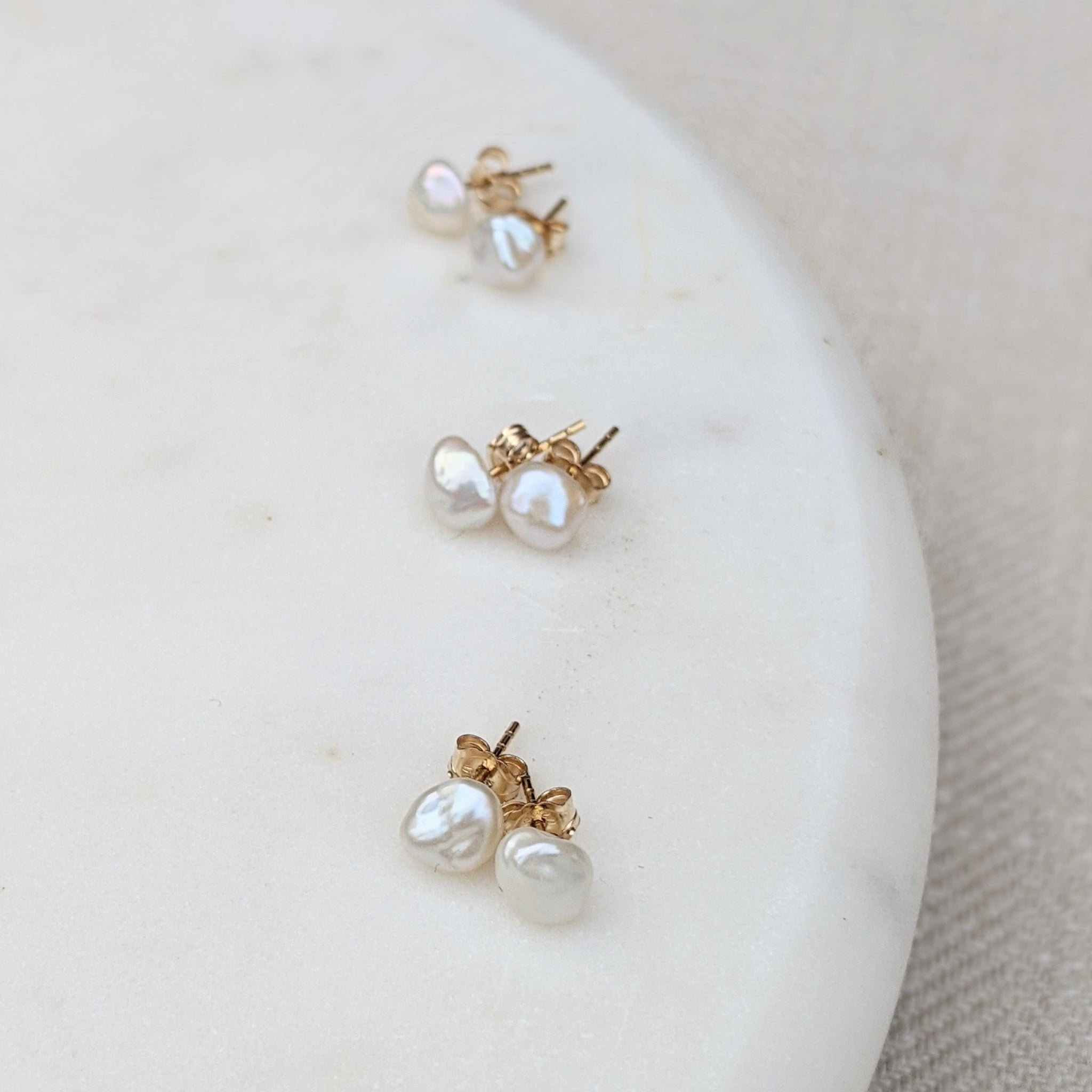 Mini keshi freshwater pearl stud earrings 6mm dot