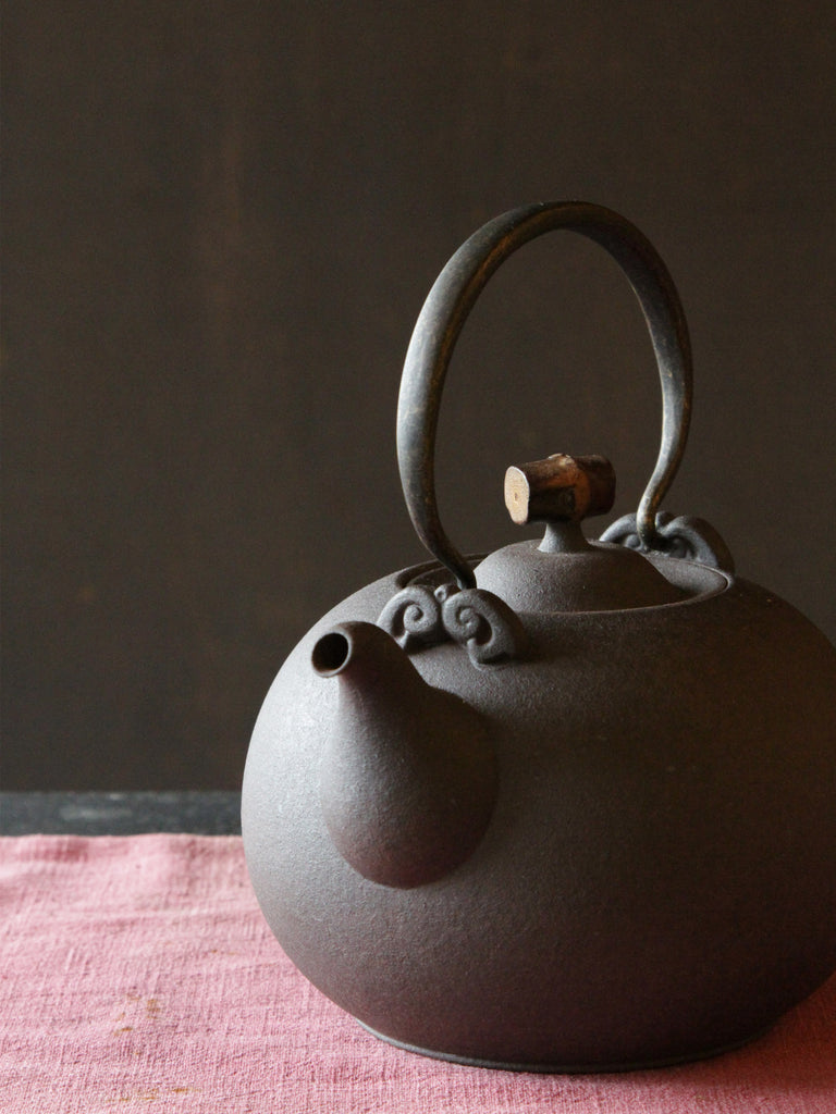 Japanese Style Ceramic Kettle-Crescent Spring 1250ml