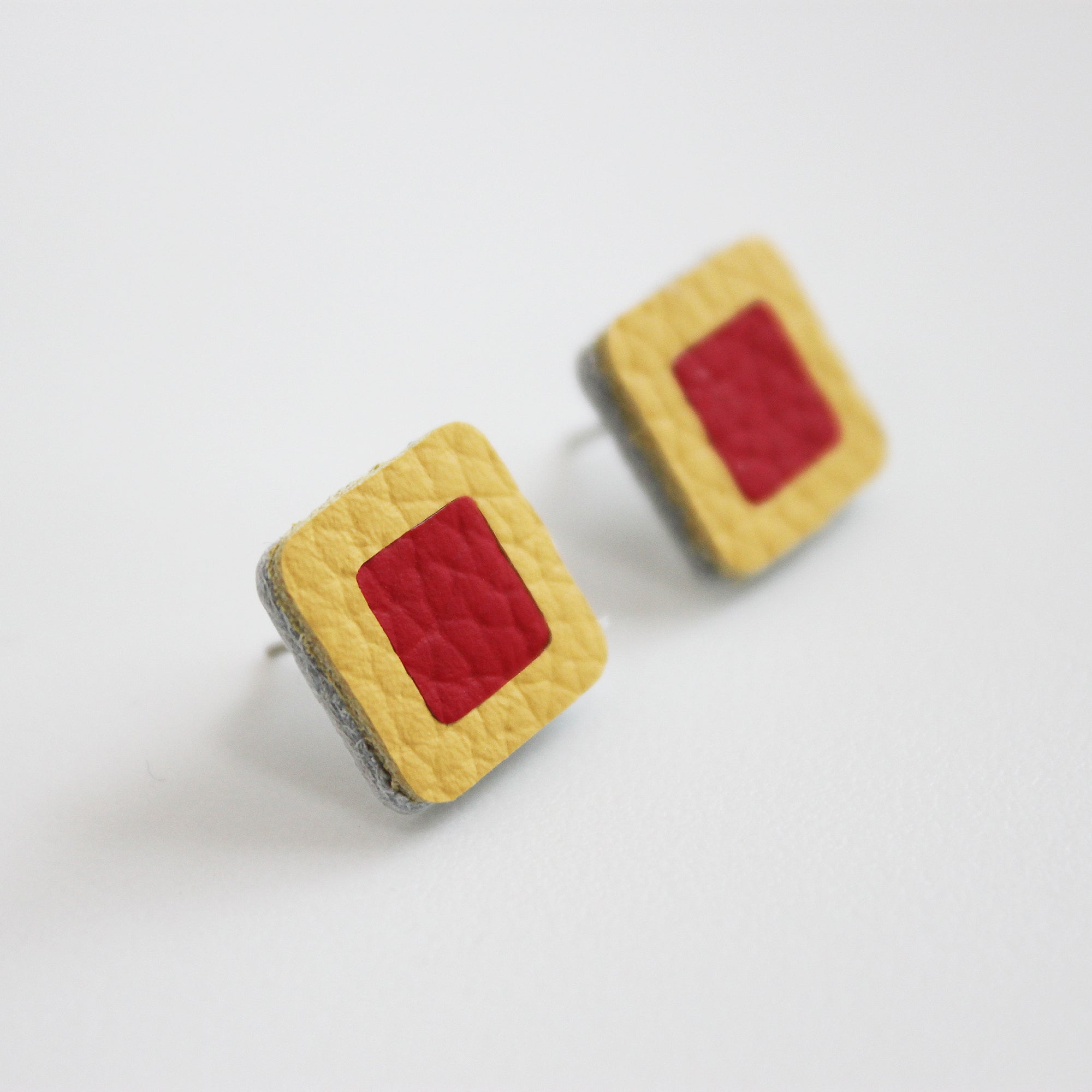 Square leather stud earring - Inspired
