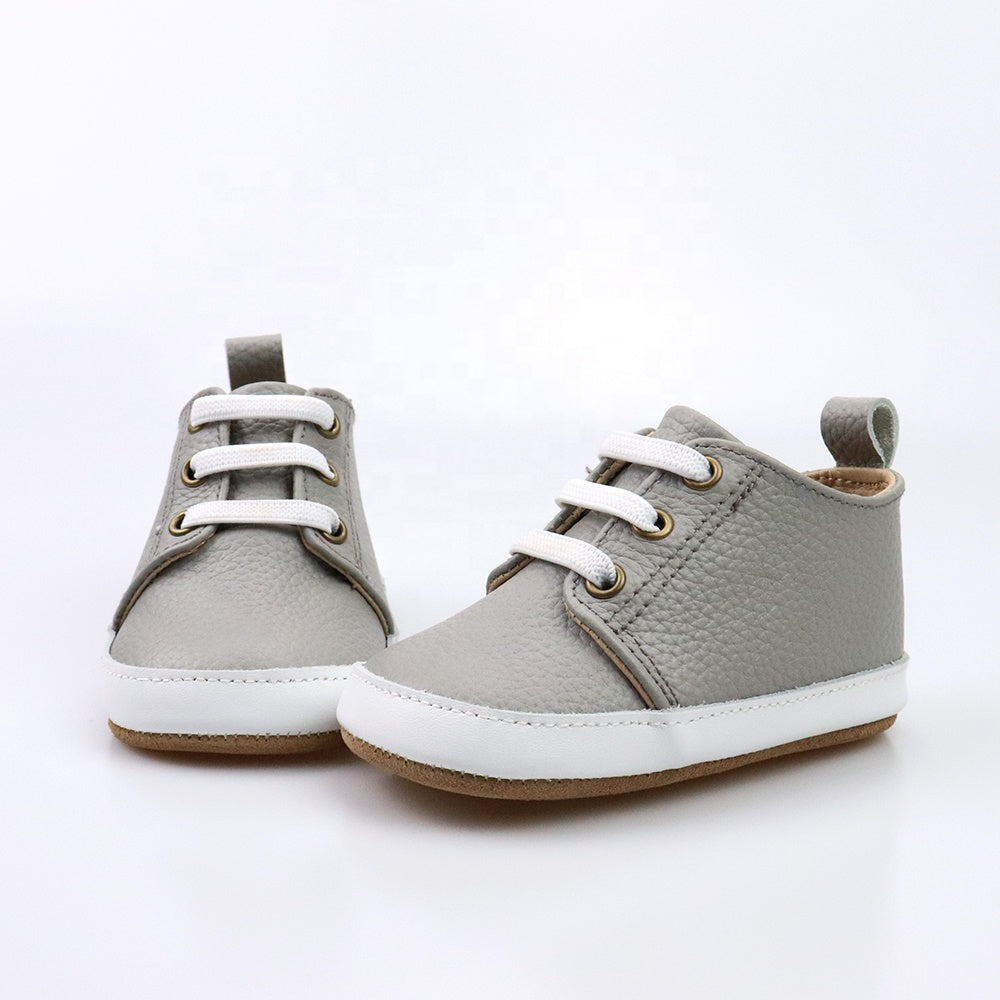 Casual gray low-top shoes