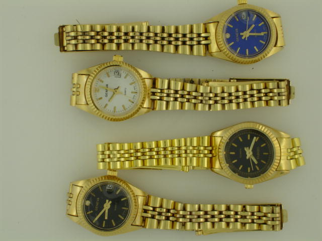 12 Womens Classical watch with date.