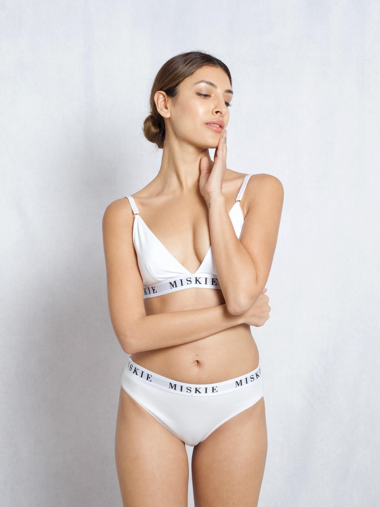 <transcy>Bralette & Hipster Set In Weiß</transcy>