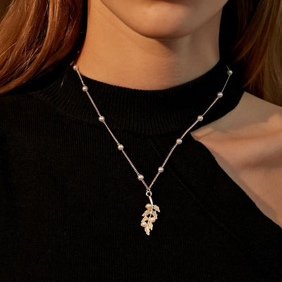 Simple Imitation Pearl Leaf Women's Pendant Necklace Short Sweater Chain Alloy Accessories Temperament All-match Jewelry Gifts