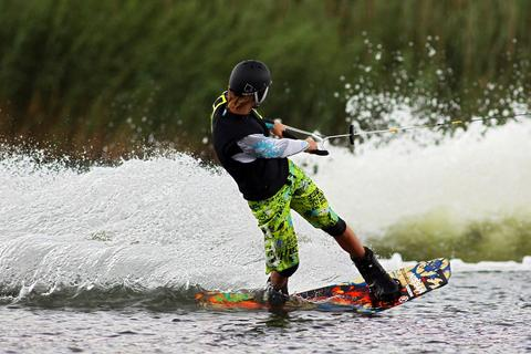 wakeboard, to rope, water skiing