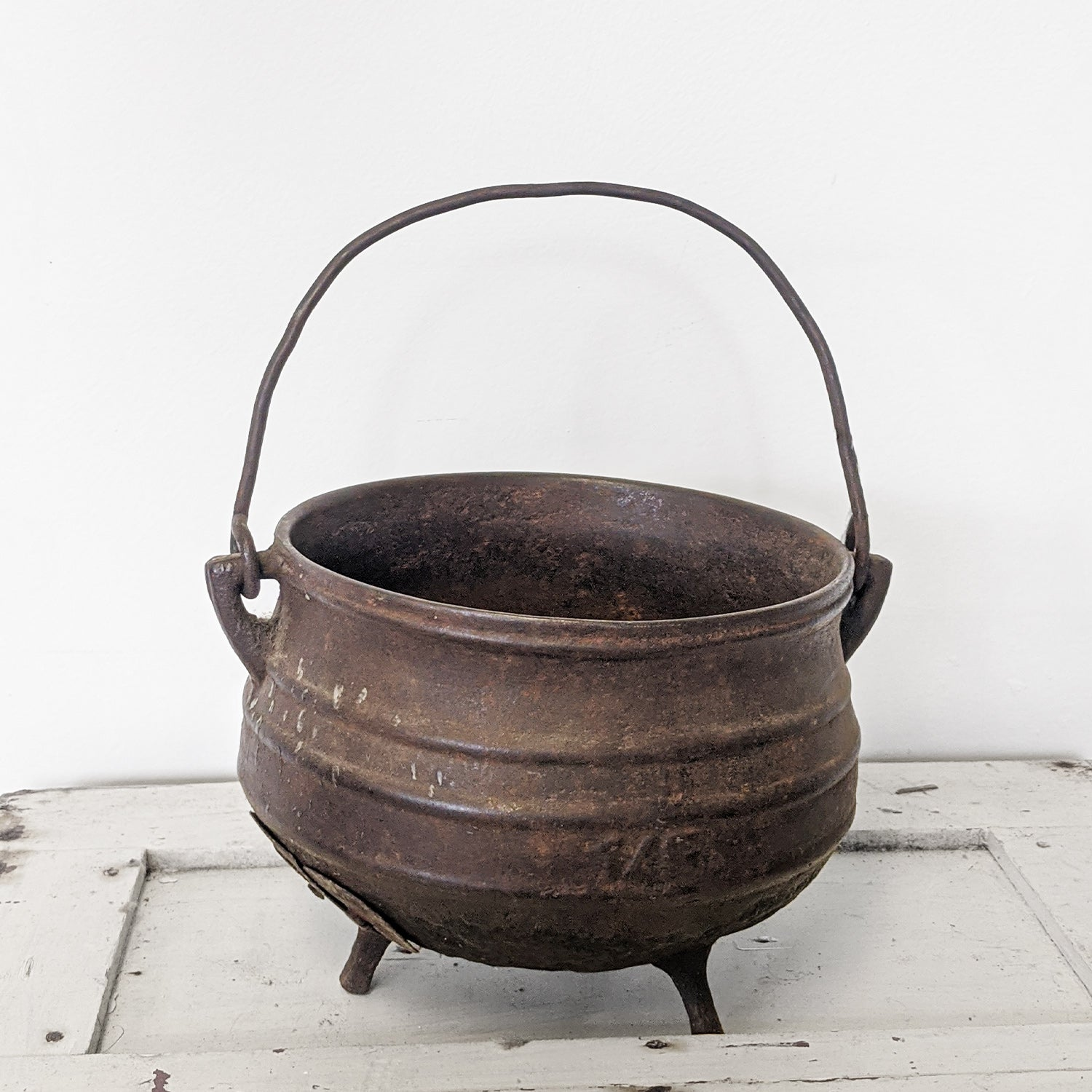 Brown witch's pot with handle