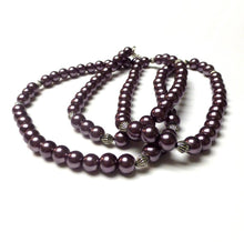 Load image into Gallery viewer, MAUVE GLASS PEARL NECKLACE.